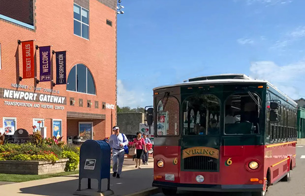 newport-visitors-center-trolley